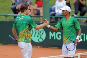 Raven Klaasen and Ruan Roelofse kept South Africa's hopes alive in the Davis Cup tie vs Lithuania being played in Lithuania when they beat Lukas Mugevicius and Laurynas Grigelis 6-1 6-1 6-3 on Saturday.