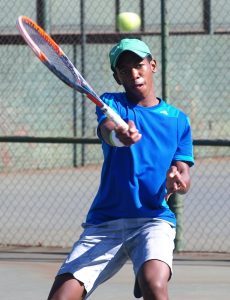 South African fourth seed, Sipho Montsi won through to the boys quarterfinals of the ITF Wanderers international junior tournament being played at the Wanderers Sporting Club in Johannesburg on Wednesday. Montsi of Pretoria beat compatriot and fifteen seed, Lleyton Cronje 7-5 7-5.