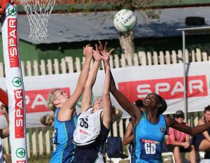 Vanes-Mari du Toit (left) and Phumza Maweni of the Western Cape competing with Rieze Straeuli of the Free State for position Wednesday at the Hoy Park Sports Complex in Durban during the SPAR National Netball Championships 2016.