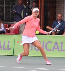 Top seed Chanel Simmonds of South Africa defended her singles women's title of the Digicall Futures 2 international tennis tournament played at Stellenbosch. Simmonds beat 3rd seed Margarita Lazareva of Russia 6-1 6-3.